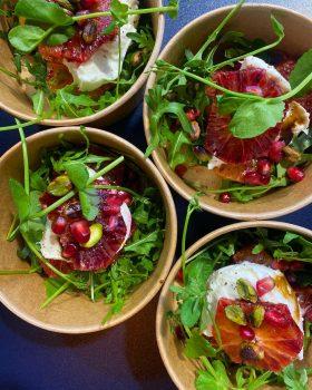salade bij hoofdgerecht by Dames Dietz catering